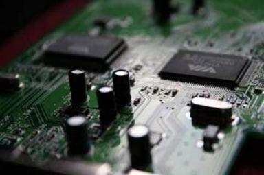 Para superar el límite de absorción, es necesario incrementar la densidad de los estados ópticos de los semiconductores, como el silicio.