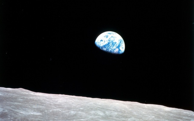 Earthrise-as-seen-from-Apollo-8