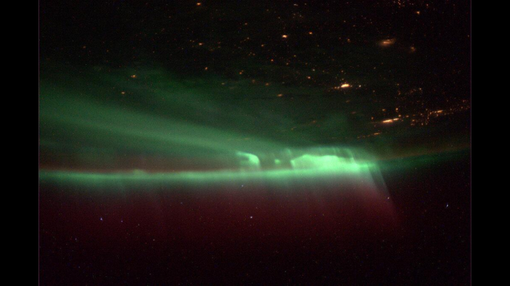 northern_lights_iss_20131009 (1)